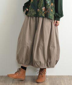 【再入荷アイテム】コットンツイル無地バルーンスカート(D・グレー)|ディージーワイのスカート通販 ナチュラン Mori Fashion, Fashion Dresses, Dresses For Teens, Casual Dresses, Smart Casual Wear, Natural Clothing, Spring Outfits Women, Japanese Fashion, Clothes For Women