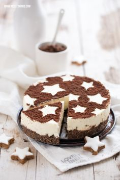 zimtstern cheesecake topped with cinnamon & cocoa - love the star decoration!