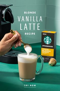 The Starbucks Blonde® Vanilla Latte: where fluffy frothed milk and delicious vanilla syrup come together over a shot of espresso for a drink that's smooth, delicious and invigorating. Learn how to make a delicious café-quality vanilla latte at home with only three ingredients. Starbucks Recipes, Starbucks Drinks, Coffee Recipes, Coffee Drinks, Starbucks Vanilla Latte, Easter Recipes Sides, Renda Extra Online, Vanilla Syrup, Nespresso
