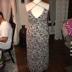 Brown and White Criss cross maxi This was def a summer staple for me. It fits so nice and has great stretch. Dresses
