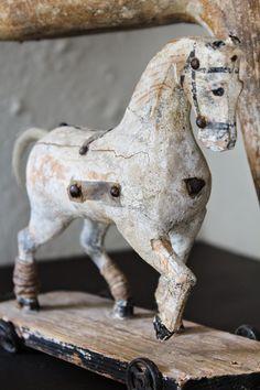 """vintage wood horse toy on wheels K&Co. Antiques´s blog.: Sommerhus indretning med """"Franske Forbindelser"""""""