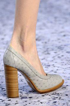new product 4c930 04a3c Chloé - Detalles Zapatos Anchos, Colección De Zapatos, Zapatos Hermosos,  Zapatillas, Sandalias