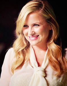 Jessica Capshaw is perfect Jessica Capshaw, Learn To Run, Girls Pants, Grey's Anatomy, Dimples, Be Perfect, Put On, Universe, Celebrities
