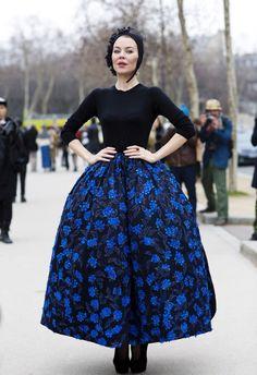 Ulyana Sergeenko, Elle porte un ensemble par Ralf Simons, pour la maison de couture Christian Dior