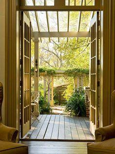 Garten Ausgang-Holz Laube bepflanzt