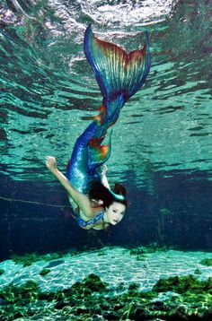 Mermaid Raven heart emoticon Photo by Andrew Brusso Tail & Top: Merbella Studios Location: Weeki Wachee Springs FL Fantasy Mermaids, Real Mermaids, Mermaids And Mermen, Magical Creatures, Fantasy Creatures, Sea Creatures, Underwater Photos, Underwater Photography, Film Photography