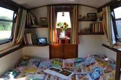 Location -agency -Narrow -boat -corridor -Cabin -To -Fore -Deck -bedroom -film -office Barge Interior, Best Interior, Tiny Living, Living Spaces, Canal Boat Interior, Narrowboat Interiors, Boat Bed, Tiny Loft, Houseboat Living