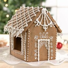 """Existe uma tradição nos Países Nórdicos de fazer uma casinha comestível com o famoso cookie de gengibre o """"gingerbread"""", é muito divertido transformar esse em um projeto de família, durante as férias!"""