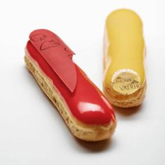 Need to provide treats, make dessert for your family or just treat yourself to a tasty snack? Try our recipe for strawberry and passion fruit éclairs! Chocolate Cacao, Valrhona Chocolate, French Chocolate, Luxury Chocolate, Tasty Chocolate Cake, Chocolate Recipes, Eclairs, Tart Recipes, Sweet Recipes