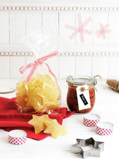 Starlet noodles with tomato pesto Crafts To Sell, Diy And Crafts, Christmas Presents, Christmas Gifts, Homemade Pasta, Recipes From Heaven, Easy Peasy, Handmade Gifts, Favorite Recipes