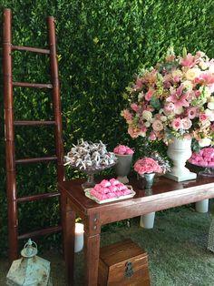 Mesa de bem casados, brownies e lembranças - decoração capela santa ignez / Gavea