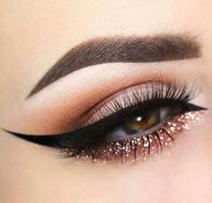 Mystyle Beautiful dramatic black eye liner, bronze and brown matte eye shadow. With pearl mad white lid and inner corner. Rinse glitter on bottom to make honey brown eye color stand out.