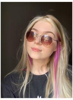 Hair Streaks Blonde, Pink Blonde Hair, Hair Color Streaks, Hair Color Purple, Hair Dye Colors, Hair Highlights, Pink Hair Dye, Blonde With Pink, Beige Blonde