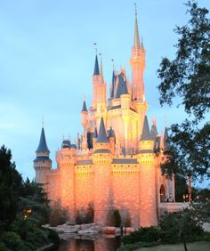 Cinderellas Castle - Christmas in Walt Disney World, Florida Walt Disney World Vacations, Disney Trips, Disney Princess Challenge, Disney Cinderella Castle, Disney Castles, Famous Castles, Disney Magic Kingdom, Vintage Disneyland, Wonders Of The World