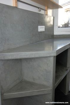 Tadelakt Grey Countertops and Shelves in Parisian Kitchen Dirty Kitchen Design, Outdoor Kitchen Design, Rustic Kitchen, Kitchen Decor, Parisian Kitchen, Dirty Kitchen Ideas, French Kitchen, Diy Concrete Countertops, Grey Countertops
