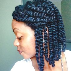 By @naturally_sweaty Twists on twists on twists. #protectivestyle now. #twistout later.