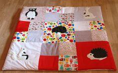 tapis d'éveil en patchwork avec appliqué :hérisson, champignon, écureuil, lapin, hiboux : Puériculture par mamie-tartine