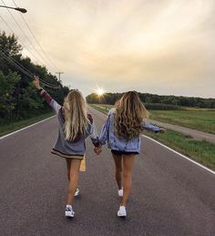 62 Ideas For Travel Friends Photography Bff Bff Pics, Photos Bff, Cute Friend Pictures, Cute Bestfriend Pictures, Friend Picture Poses, Cute Poses For Pictures, Beautiful Pictures, Best Friends Forever, Shooting Photo Amis