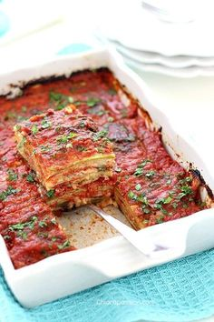 parmigiana_di_zucchine_crude: good, but needs to cook longer or cook the zuchine before or cut the zucchine thinner Raw Food Recipes, Italian Recipes, Vegetarian Recipes, Healthy Recipes, Vegetable Side Dishes, Vegetable Recipes, Menu Dieta, Chicken Wing Recipes, Creative Food