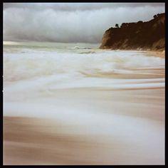 Das Meer bei Sturm an der Steilküste vom Monte Conero bei Ancona, Italien