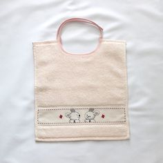 Bavoir Bébé Broderie Points de croix Motif Lapins par CREEA2 Santa Cross Stitch, Cross Stitch Baby, Simple Cross Stitch, Wool Baby Blanket, Baby Embroidery, Baby Born, Cross Stitch Patterns, Reusable Tote Bags, Diy