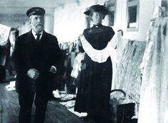 Community Post: 11 Never Before Seen Pictures Of The Titanic. A Queenstown vendor sells irish lace aboard the Titanic. Rms Titanic, Titanic Photos, Titanic Sinking, Titanic History, Titanic Movie, Ancient History, Belfast, Southampton, Irish Lace