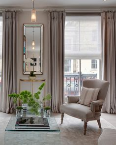 Shopping for your new apartment? Be sure to pick up these items so that you can live your most chic life. Interior Design Curtains, Top Interior Designers, Interior Decorating, Luxury Decor, Luxury Interior, Beautiful Dining Rooms, Traditional Interior, Home Decor Inspiration, Decor Ideas