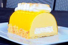buche-way-pie-in-lemon-meringue - cuisine - Nachspeisen Pastry Recipes, Gourmet Recipes, Baking Recipes, Cake Recipes, Dessert Recipes, Desserts With Biscuits, Köstliche Desserts, Delicious Desserts, Xmas Food