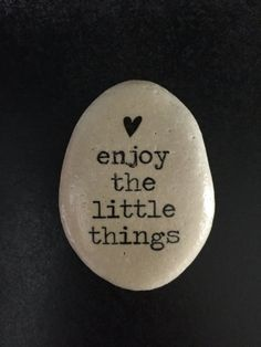 enjoy the little things Stone- Inspirational stone- Decorative stone- rock art - deal coupon Rock Painting Patterns, Rock Painting Ideas Easy, Rock Painting Designs, Pebble Painting, Pebble Art, Stone Painting, Stone Crafts, Rock Crafts, Rock Sayings