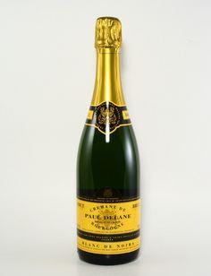 Min favoritt blant polets vanlige musserende. De fleste cremantene på polet er laget på chardonnay. Denne er en blanc de noirs, dvs. laget på både hvite (chardonnay) og røde (pinot noir) druer, noe som gir den likhetstrekk med mer fyldige champagner. Mye musserende for pengene! Varenr. 3119001, kr. 149,90