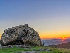 """The Flitnstones House"": Casa do Penedo - Serra de Fafe - Portugal"