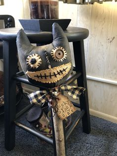 Primitive Balck Cat Poke for Halloween. Steampunk Halloween, Halloween Sewing, Halloween Stuff, Vintage Halloween, Fall Halloween, Halloween Ideas, Halloween Decorations, Primitive Doll Patterns, Primitive Folk Art