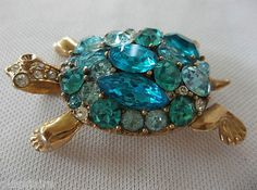 Beautiful vintage LISNER turtle rhinestone broach -- get lost in the sea of blues!