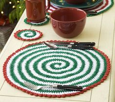 Christmas Pinwheel Placemat and Coasters - but replace colors & can be used for any season.