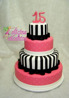 Bolo cenográfico Pink,Preto e branco                                                                                                                                                                                 Mais Money Birthday Cake, Birthday Cakes For Teens, Birthday Desserts, Bolo Barbie, Barbie Cake, Teen Cakes, Girl Cakes, Debut Cake, Dummy Cake