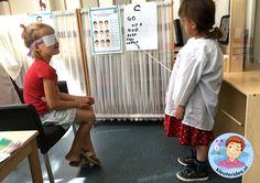 Themahoek opticien voor kleuters, kleuteridee,thema het oog, kindegarten optician role play, eye theme 12. Preschool Lessons, Kindergarten Activities, School Art Projects, Art School, People Who Help Us, Hospital Doctor, Teaching Numbers, Pretend Play, Role Play