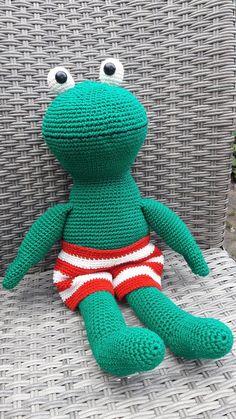 Free crochet pattern: FROG - Freubelweb - Look what I found on Freubelweb.nl: a free crochet pattern from HaakYdee to crochet Frog www. Crochet Frog, Crochet Elephant, Crochet Bunny, Crochet Toys, Free Crochet, Crochet Boots Pattern, Crochet Patterns, Diy Haken, Bunting Pattern