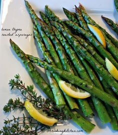Lemon Thyme Roasted Asparagus Roasted asparagus is a wonderful weeknight side dish - simple to prepare and elegant. Lemon thyme adds a zesty brightness! Healthy Side Dishes, Healthy Sides, Weight Watchers Meals, Kitchen Recipes, Main Meals, Quick Meals, Asparagus, Roast, Good Food