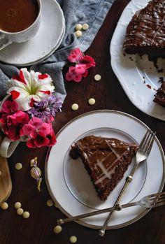 Νηστίσιμο κέικ σοκολάτας με κομμάτια κουβερτούρας - Just life Panna Cotta, Waffles, Breakfast, Ethnic Recipes, Food, Morning Coffee, Dulce De Leche, Essen, Waffle