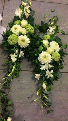Flower arrangements for the coffin look for inspiration for the funeral on www.