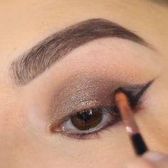 beauty eyeshadow & eyeliner by @danapackett ❤️ , طريقة شدو  مع التحديد ولاينر ، شنو تحبون يكون الفيديو القادم؟ . .  منو وله على الريوق ترويقة البلد بنتظارك  @albaladq8 @albaladq8