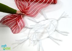 Deco Mesh Christmas Candy Wreath – Craft Outlet / inspiration Owl Christmas Tree, Candy Cane Christmas Tree, Christmas Mesh Wreaths, Diy Christmas Gifts, Christmas Decor, Winter Wreaths, Holiday Candy, Christmas Mantels, Spring Wreaths