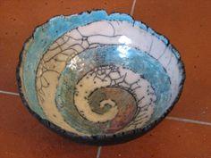 spiral pinch pot bowl - Artcraft, 17x7 cm ©2010 door Adrian Setterfield - ceramic raku pinch pot with a spiral inside