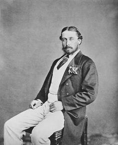Prince Alfred, duque de Edimburgo reinó como duque de Saxe-Coburg y Gotha de 1893 a 1900, era el cuarto hijo de la reina Victoria del Reino Unido y el príncipe Alberto de Saxe-Coburgo y Gotha, y fue conocido como Duque de Edimburgo de 1866, hasta que sucedió a su tío paterno Ernest II como el duque reinante de Saxe-Coburg y Gotha en el Imperio alemán.