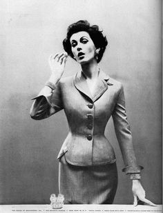 Dovima, photo by Richard Avedon, Harper's Bazaar, 1954