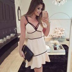 Vestido Strap Li alcinha branco com detalhes em preto