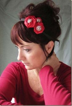 A cute Christmas Updo. With some red flowers to be in the Spirit A cute Christmas Updo. With some red flowers to be in the Spirit Ribbon Headbands, Vintage Headbands, Cute Headbands, Homemade Headbands, Flower Headbands, Holiday Hairstyles, Diy Hairstyles, Pretty Hairstyles, Headband Tutorial