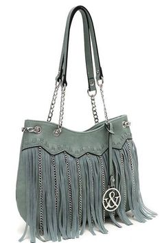 This purse is Perfect for spring! #beyondthedoorroscoe #roscoeil #fashion #boutique