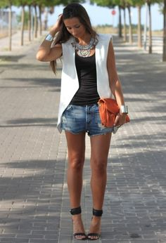 38 Perfect Summer: Fashion Love sleeveless jacket Didn't like most of 38 Vest Outfits, Short Outfits, Summer Outfits, Cute Outfits, Fashion Outfits, Fashion Trends, Summer Shorts, Summer Wear, Spring Summer Fashion