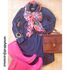 Lilly Pulitzer scarf and Pink Hunter boots (@memoirofapreppymom IG)